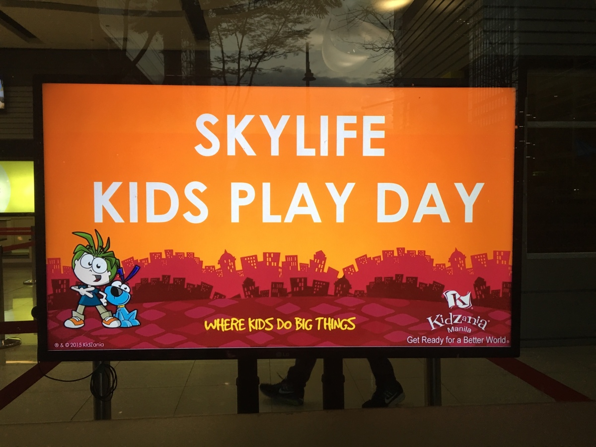 SKYlife treats families to a Play Day at Kidzania