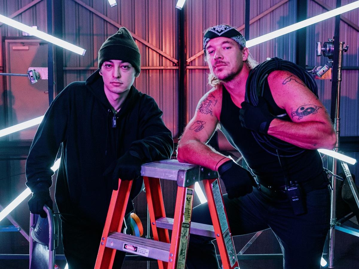 """Joji & Diplo struggle as PAs in """"DAYLIGHT"""" musicvideo"""