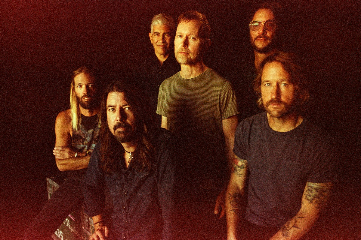 """Rock heroes Foo Fighters debut """"Shame Shame"""" on SNL, announces new album, Medicine AtMidnight"""