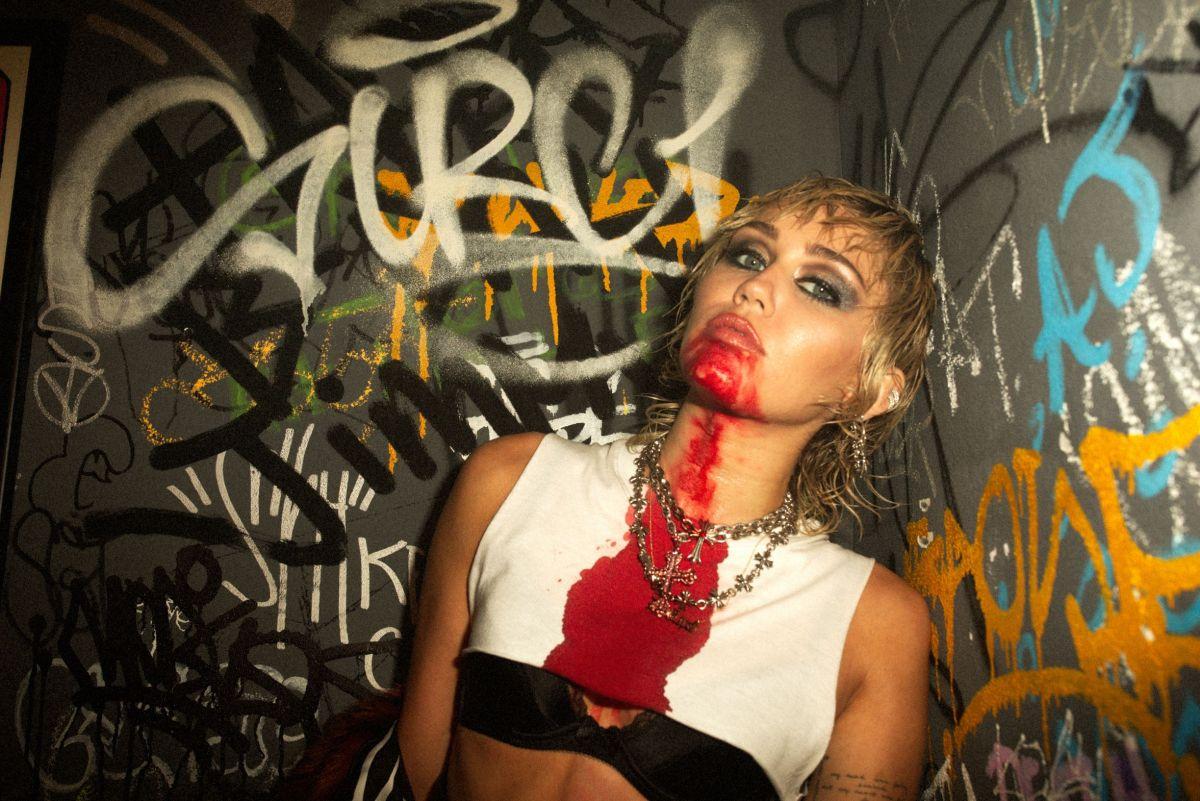 Miley Cyrus drops retro-inspired album, PlasticHearts