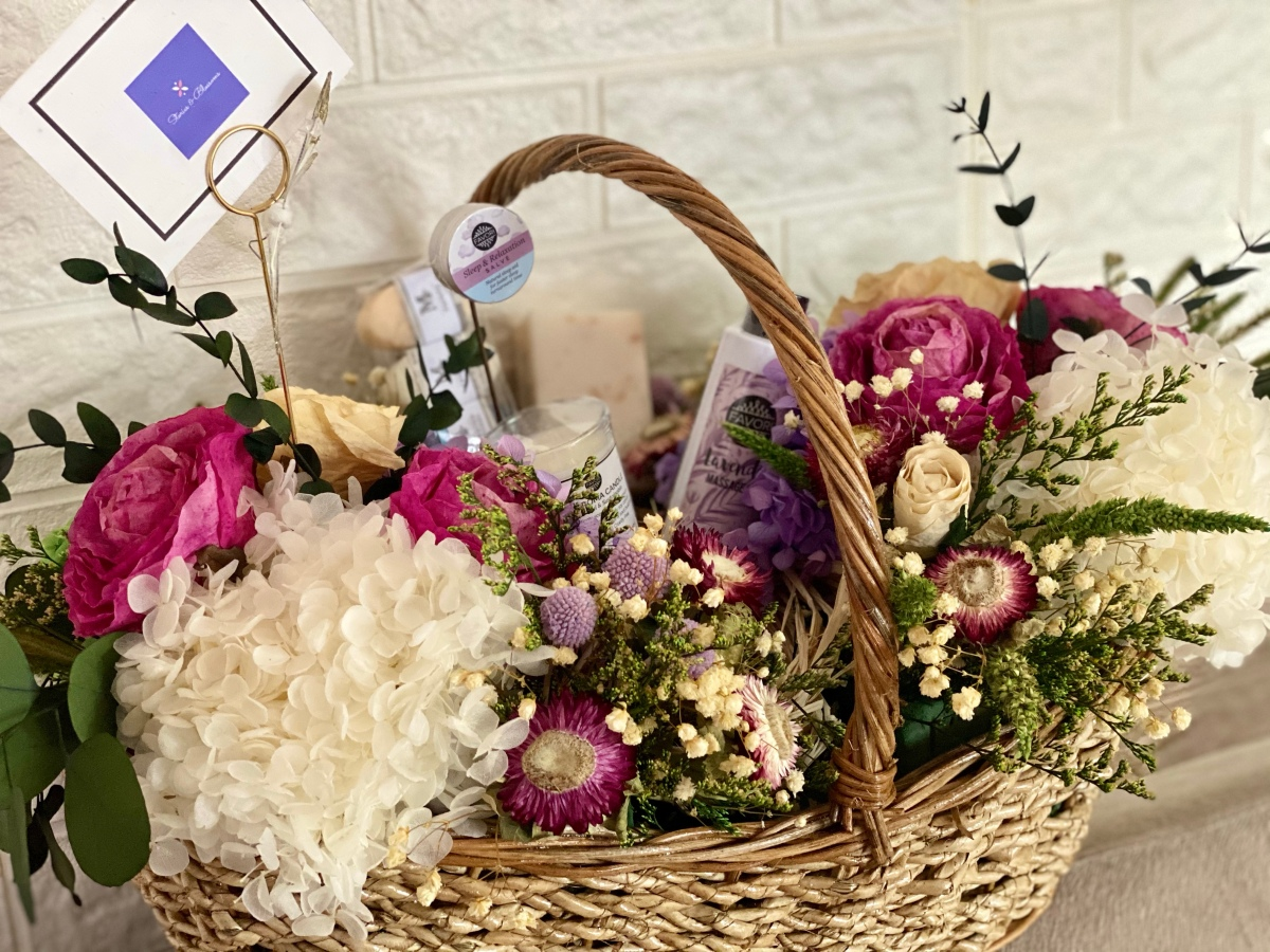 Express your love for Mom with a Stories & Blossoms gift basket