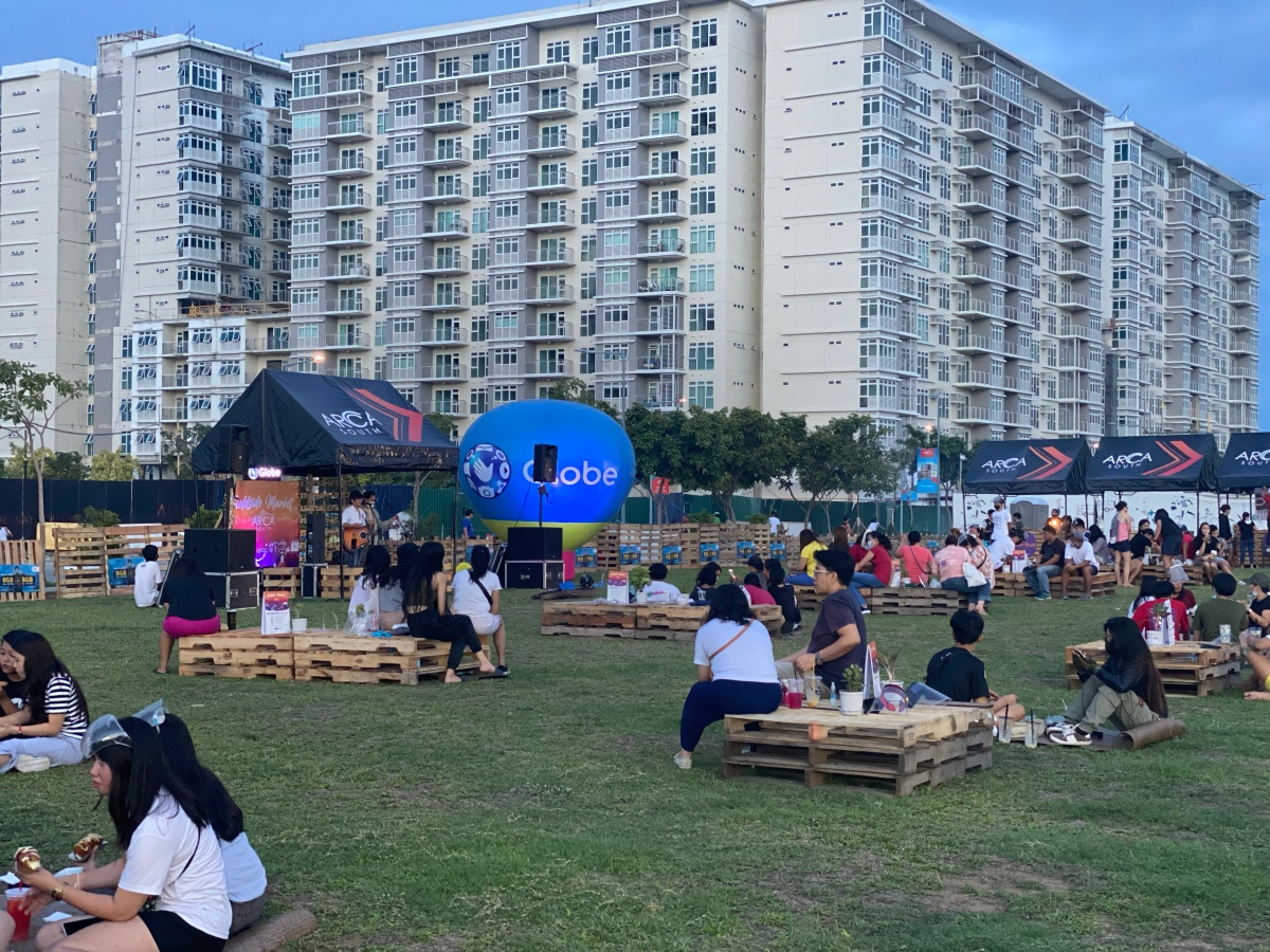 3 reasons to chill out and pig out at Arca South's FieldsideMarket